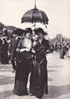 Early Parisian Goths, 1910. Via La Rocaille.