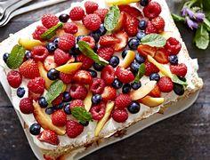 SØNDAG giver dig her et overflødighedshorn af en sommerkage Danish Dessert, Danish Food, Sweets Cake, Snacks, Learn To Cook, No Bake Desserts, Amazing Cakes, Cake Recipes, Deserts