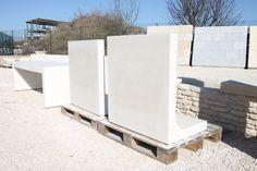 Mur de soutènement préfabriqué en béton armé lisse, mur 'en L' (à talon simple), auto-stable.