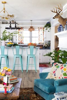 turquoise chairs in an open kitchen decor blue kitchen Artist Elaine Burge's Eclectic Georgia Home - Whitney Durham Interiors Home Decor Kitchen, Interior Design Kitchen, Decorating Kitchen, Kitchen Designs, Kitchen Living, Living Rooms, Turquoise Bar Stools, Deco Cool, Country Homes Decor