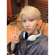 "( 20190626 - dream radio ) Stray Kids at Park Kyung's ""Dream Radio"" Felix Stray Kids, Chubby Cheeks, Lee Know, Lee Min Ho, South Korean Boy Band, Mixtape, Freckles, Boy Bands, Boy Groups"