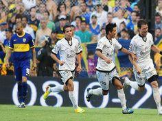 El xeneize sumó su tercera victoria consecutiva; marcaron el Burrito Martínez (2) y Gigliotti; el conjunto de Floresta descendió al Nacional...