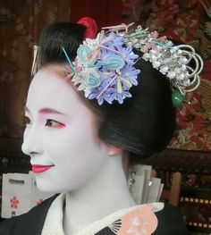 2015-07-16 Gion Matsuri dragonfly in blues and purples。Maiko Fukunae photo by yasukochan You can see the difference in the senior and junior maiko color but with the same design compared to the next photo on my board (maiko Komako)