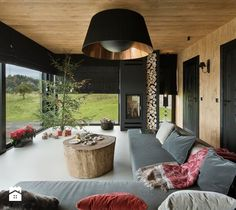 Mountain Cottage - Duży salon z tarasem / balkonem, styl nowoczesny - zdjęcie od HOLA DESIGN