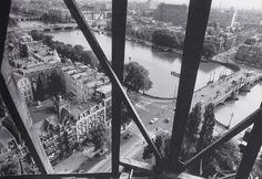 Foto vanuit de toren van de Sint Willibrorduskerk in 1965 met de Amsteldijk en de Ceintuurbaan duidelijk in beeld