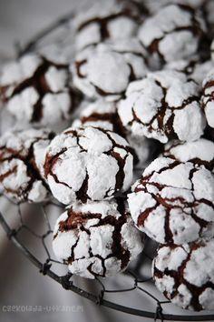 """Jestem totalnie oczarowana tymi ciasteczkami. Są przeurocze, smaczne, a dodatkowo ich fotografowanie to niesamowita frajda Widzę, że powoli zaczynacie buszować w zakładce """"Boże Narodzenie"""" – myślę, że te ciacha nadają... Cookie Desserts, Cookie Recipes, Snack Recipes, Dessert Recipes, Chocolate Pancakes, Chocolate Desserts, Fun Easy Recipes, Sweet Recipes, Chocolate Belga"""