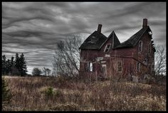 Abandoned house in rural Ontario. I always wonder what happened to the family that owned the house. Why is it just left to rot?