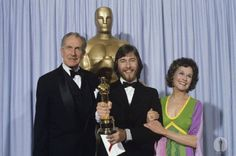 Vincent Price and Kim Hunter present Rick Baker with his first Oscar for best makeup for An American Werewolf In London (1981)