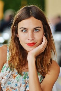 This is a great portrait picture, love the lighting and everything about this shot // Alexa Chung