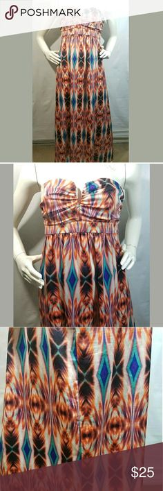 Nicole Miller Dress Size 8 Halter Maxi Long Nicole Miller Dress Women's Size 8 Halter Maxi Long Plunge Neckline Multicolor   Excellent used condition.   Rear zip.  34 inches pit to pit.  30 inch waist.  54 inch hips.  51 inches long.   LB Nicole by Nicole Miller Dresses Maxi