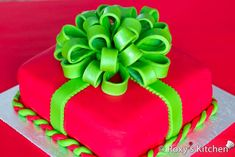 How to make a Christmas Present Cake - Tutorial with step by step photos   Roxy's Kitchen