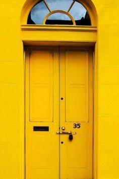 Awesome News Yellow Aesthetic Wallpaper : Scotland: Edinburgh door Mellow Yellow, Mustard Yellow, Bright Yellow, Color Yellow, Yellow Print, Yellow Theme, Yellow Doors, Aesthetic Colors, Aesthetic Yellow