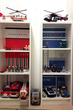IKEA Kinderzimmer Feuerwehr und Polizei mit BILLY Regal IKEA nursery fire department and police with BILLY shelf Billy Regal Ikea, Billy Ikea, Ikea Nursery, Nursery Shelves, Nursery Rugs, Nursery Boy, Doll House For Boys, Nursery Layout, Nursery Ideas
