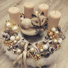 Christmas Advent Wreath, Christmas Pine Cones, Christmas Gift Baskets, Xmas Wreaths, Diy Christmas Gifts, All Things Christmas, Winter Christmas, Candle Centerpieces, Candles