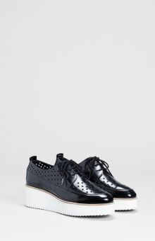 The Nord Platform Leather Brogue has a cut out pattern feature, a creeper style base and easily laces up. Express Shipping on all online Orders. Elk Accessories, Creeper Style, Leather Brogues, Dream Shoes, Capsule Wardrobe, Lace Up, Platform, Base, Trends