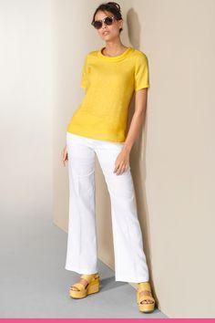 White Jeans, Capri Pants, Fashion, Cloakroom Basin, Moda, Capri Trousers, Fashion Styles, Fashion Illustrations