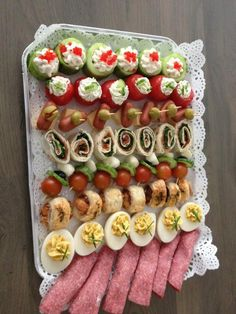 A big platter of various finger foods that aren't totally fake or difficult to make either Party Finger Foods, Finger Food Appetizers, Appetizers For Party, Appetizer Recipes, Tapas, Party Food And Drinks, Snacks Für Party, Aperitivos Finger Food, Fingers Food