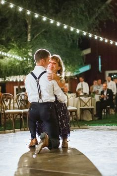 Jeremy Roloff dancing with his mom Amy on his wedding day