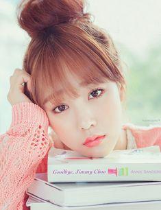 Subtle makeup is part of the Korean ulzzang look. Tied Up Hairstyles, Pretty Hairstyles, Gyaru Makeup, Skin Makeup, Ulzzang Makeup, Korean Bangs Hairstyle, Ulzzang Hairstyle, Asian Makeup Looks, Korean Makeup Tutorials