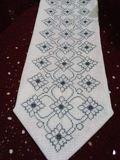 Cross Stitch Art, Cross Stitch Flowers, Cross Stitch Embroidery, Cross Stitch Patterns, Bottle Crafts, Bohemian Rug, Diy And Crafts, Counted Cross Stitches, Throw Pillows