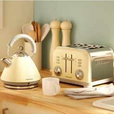 Morphy Richards Cream accents traditional kettle - 43775- at Debenhams Mobile