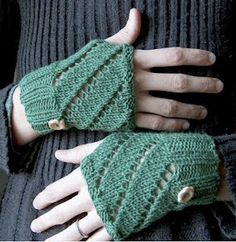 Diagonal Eyelet Hand Warmers 6 or 4 mm, 8 or 5 mm Yarn Weight: (3) Light/DK