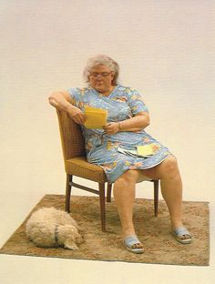 Duane Hanson, Woman with Dog, 1977 Figure Drawing Reference, Art Reference Poses, Photo Reference, Old Fat, Human Sculpture, Sketch Poses, Woman Painting, Miniature Dolls, American Artists