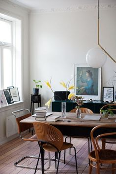 Get inspired by these dining room decor ideas! From dining room furniture ideas, dining room lighting inspirations and the best dining room decor inspirations, you'll find everything here! Dining Room Lighting, Dining Room Chairs, Dining Room Furniture, Dining Area, Small Dining, Dining Tables, Dining Decor, Kitchen Dining, Furniture Ideas