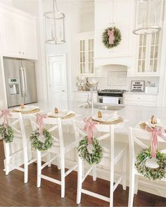 59 Inspiring Rustic Christmas Kitchen Decoration Ideas You Will Totally Love 3d Christmas, Christmas Kitchen, Rustic Christmas, Beautiful Christmas, White Christmas, Christmas Wreaths, Christmas Ideas, Primitive Christmas, Christmas Signs
