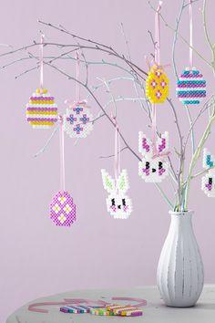 DIY Easter Egg Tree with Bead Decorations Hama Beads Design, Diy Perler Beads, Hama Beads Patterns, Beading Patterns, Peyote Patterns, Easter Tree Decorations, Easter Egg Pattern, Motifs Perler, Diy Crafts To Do