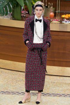 Chanel Fall 2015 Ready-to-Wear Fashion Show - Eva Berzina (Women)