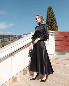 Black Dress Shawl Combinations # BlackDressWash ShawlCombines - Black Dress Shawl Combinations Informations About Siyah Elbise Şal Kombinleri - Dresses Elegant, Most Beautiful Dresses, Modest Dresses, Elegant Outfit, Hijab Abaya, Hijab Dress, Dress Outfits, Muslim Fashion, Hijab Fashion