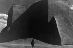 Henri Cartier-Bresson photograph showing figure to ground relationship and Dynamic Symmetry vs. Rule of thirds