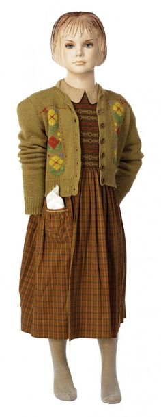 I love the cardigan that Lucy wears when she first steps through the wardrobe.......I've already pinned this cardigan but this is a clearer look at the pattern on the front.