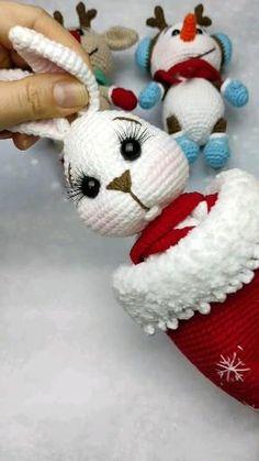 Crochet Christmas Decorations, Christmas Crochet Patterns, Crochet Flower Patterns, Christmas Knitting, Crochet Patterns Amigurumi, Crochet Dolls, Christmas Crafts, Doll Patterns, Crochet Snowman