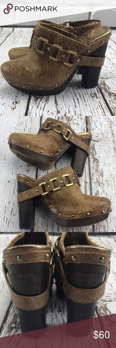 """💕SALE💕Vince Camuto Taupe Golden Mule Clogs Gorgeous 💕Vince Camuto Taupe Golden Mule Clogs 4 1/2"""" Heel Vince Camuto Shoes Mules & Clogs"""