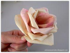 Cómo hacer rosas con los filtros del café. Una idea estupenda para decorar un jarrón. ¡Apunta!