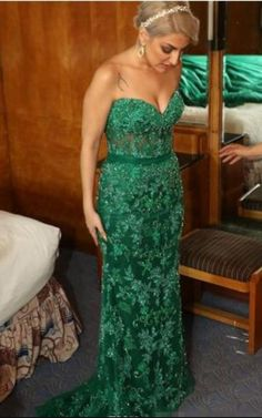 Emerald Green Lace Memaid Evening Dresses With Detachable Train Sweetheart  Beaded Appliques Custom Made Red Carpet Pageant Party Gowns 47e4f3c3326b