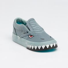 Vans Shark Slip-on shoes (Do they make them in adult sizes? Shark Shoes, Toddler Swag, Fashion Shoes, Kids Fashion, Cute Vans, Grey Converse, Painted Shoes, Painted Converse, Vans Shoes