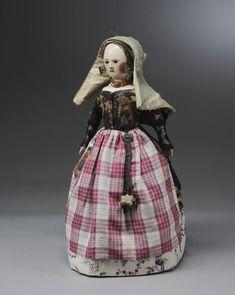 pop in Zaans kostuum met kaper van ca. 1775-1800 #Zaanstreek #NoordHolland