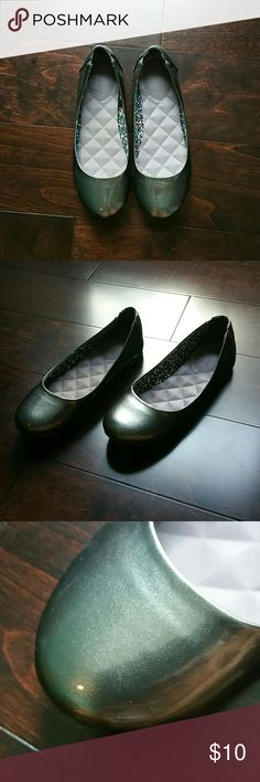 Jellypop Patent Gray Gunsmoke Ballet Flats 6 For some reason they don't have the size on the shoes but they are definitely size 6. In great condition. They are gray shimmery. Jellypop Shoes Flats & Loafers
