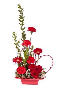 Valentine floral arrangement from Smithers Oasis Valentine Bouquet, Valentines Flowers, Valentine's Day Flower Arrangements, Fleur Design, Valentines Design, Valentine Craft, Pink Carnations, Arte Floral, Valentine Decorations