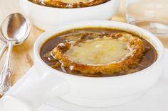 ZUPPA  In inverno è da gustare quasi bollente, preparata con ingredienti di stagione come la verza, le rape, le cipolle, e con l'aggiunta eventualmente di cereali integrali: farro, orzo e riso.