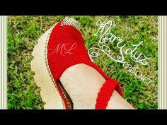 MODELO FRIDA #1 - YouTube Crochet Shoes Pattern, Shoe Pattern, Crochet Sandals, Crochet Slippers, Tie Shoelaces, Crochet Videos, Crochet Designs, Flip Flop Sandals, Free Crochet