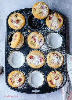 Rezept für saftige Rhabarber Muffins - schnell und einfach, sehr saftig! waseigenes.com #Rhabarber Home Chef, I Foods, Cupcakes, Apple, Snacks, Fruit, Breakfast, Sweet, Desserts