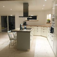 Vårt nya kök Ikea #bodbyn med köksö, dubbla porslinshoar och integrerade vitvaror ✨