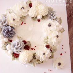 berry is very very lovely#bakingclass#buttercream#cake#baking#수제케이크#weddingcake#버터크림케이크#꽃#flowers#buttercake#플라워케이크#wedding#버터크림플라워케이크#specialcake#birthdaycake#flower#장미#rose#디저트#케이크#cupcake#dessert#food#beautiful#부케#bouquet#instacake#꽃스타그램#flowercake#peony@yoon2222222