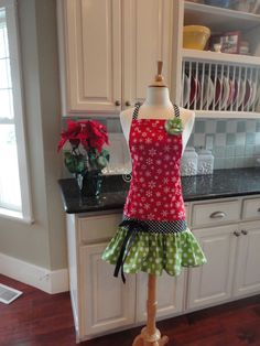 Holly Jolly Christmas Apron~ Ellie Style ~ Thanksgiving and Christmas Apron ~ 4RetroSisters