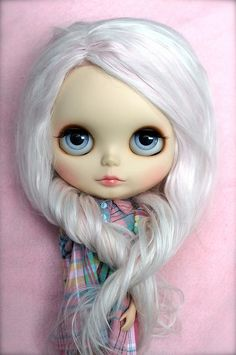 Her face is part baby, part model. LOVE HER Blythe