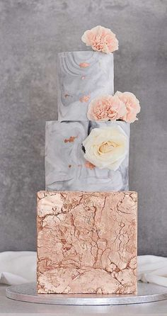 Need some inspiration for your cake design? Which style of cake should you choose? What should it taste like? The wedding cake style will. gold Wedding The Prettiest & Unique Wedding Cakes We've Ever Seen Pretty Wedding Cakes, Fall Wedding Cakes, Unique Wedding Cakes, Wedding Cake Designs, Unique Weddings, Gold Wedding, Spring Wedding, Elegant Wedding, Foto Pastel
